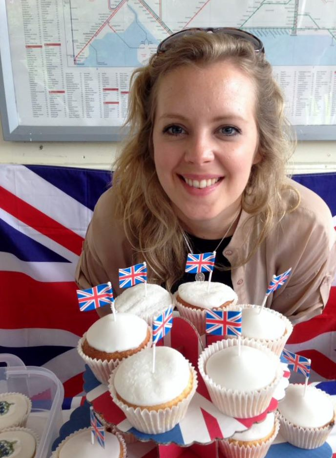 pop-up-becci-with-cakes-2
